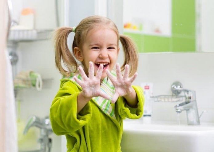 Çocuklara el yıkamayı öğretmenin 10 eğlenceli yolu