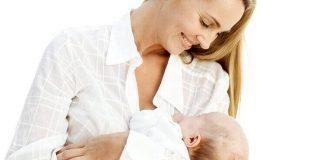 İnek sütü alerjisi olan bebeğin annesi diyet yapıyor