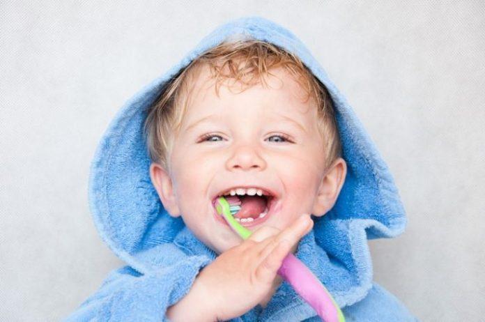 Çocukların dişlerine flor ve fissür örtücü uygulamaları nasıl yapılır?