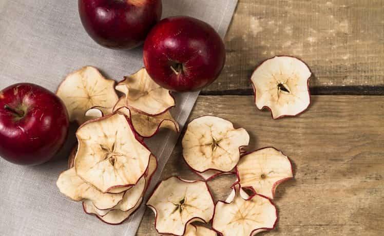 Çocuklar için evde meyve ve sebze cipsi yapabilirsiniz
