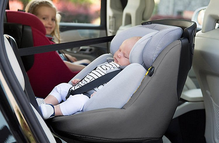 Bebeklerin arabada unutulmaması için alarmlı koltuk zorunluluğu