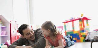 Babaların yaşadığı depresyon kız çocuklarını etkiliyor