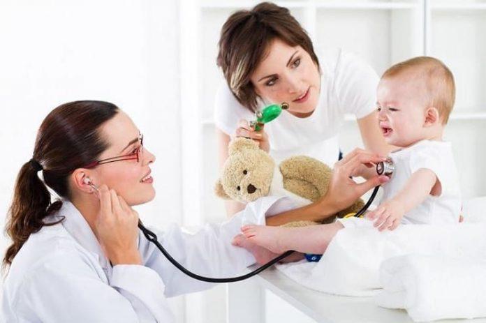 Bebeğiniz aşı olurken acısını hafifletmenin yolları