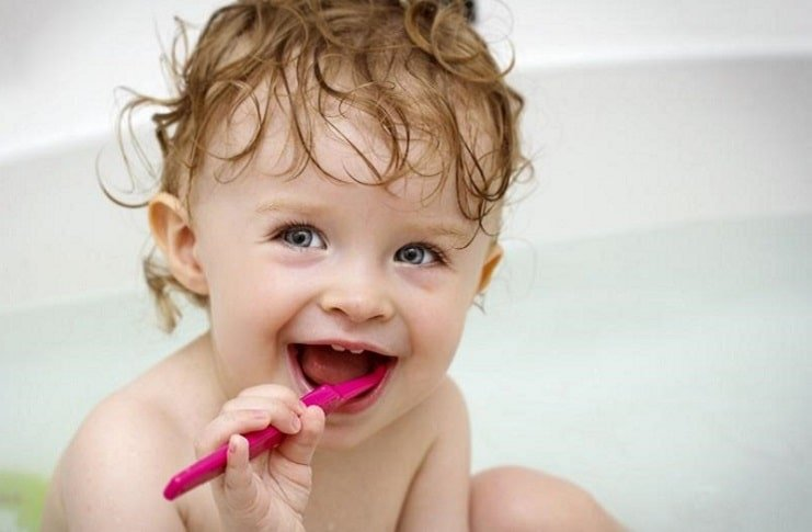 Bebeklerde diş temizliği ilk diş ile başlar