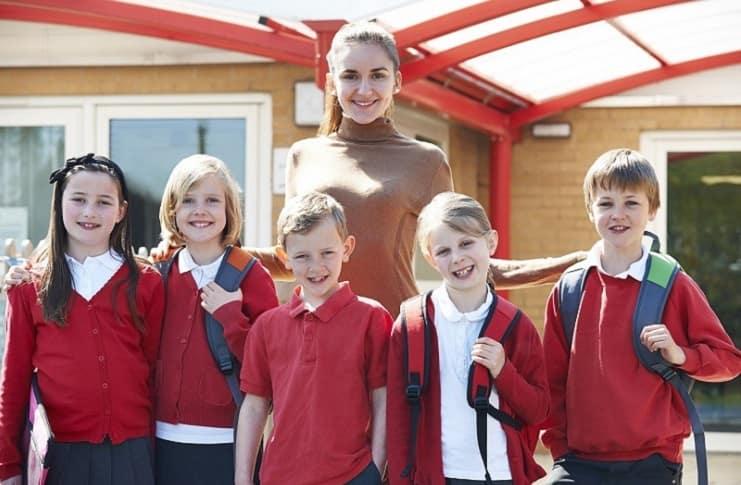 Okul üniformalarını yeni tutmanın yolları