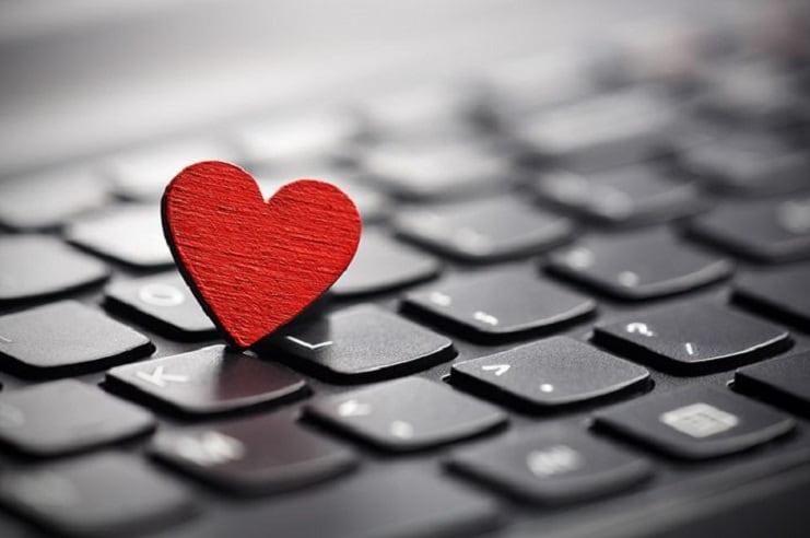 Sevgililer gününde aşkınızı teknolojinin risklerinden koruyun