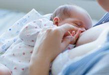 Bebeğin memeye doğru yerleşmesi ve etkin emmesi