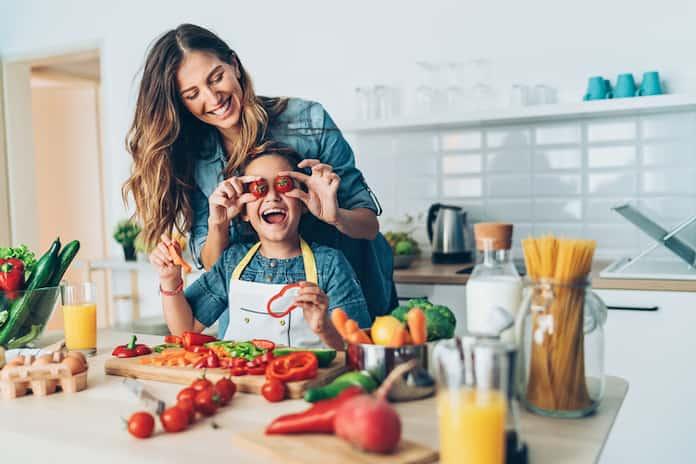 Çocuğunuza daha fazla meyve ve sebze yedirmenin 10 yolu
